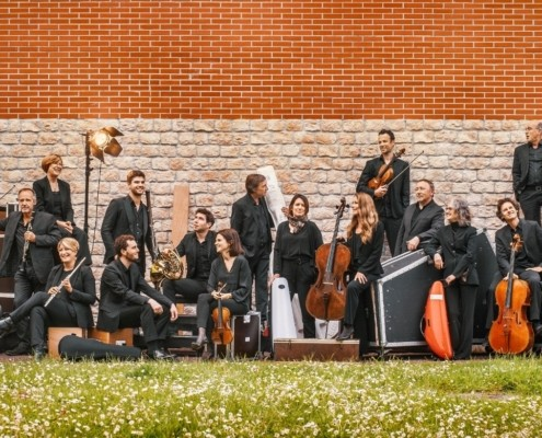 les musiciens de l'orchestre sont réunis