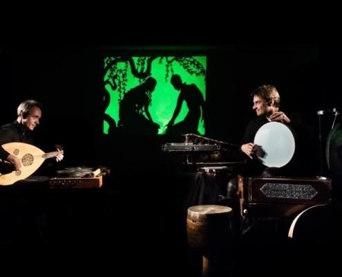 deux musiciens jouent